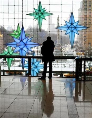 Pausa durante compras de Natal no Columbus Circle em Nova York. Crise? © Mike Segar